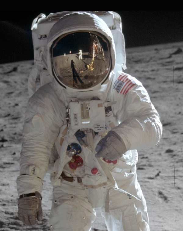 Aldrin_Apollo_11_original_small