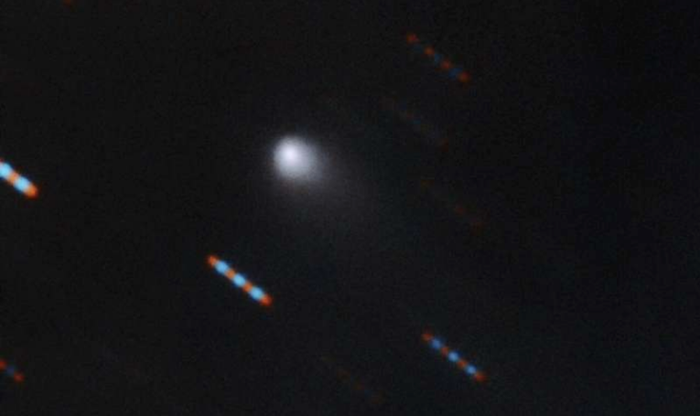 The_Gemini_Observatory_in_Hawaii_caught_this_firstever_color_image_of_the_interstellar_comet_Borisov_and_its_faint_tail.__C