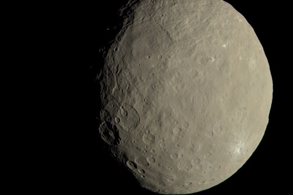 Dawn_at_Ceres_dwarf_planet