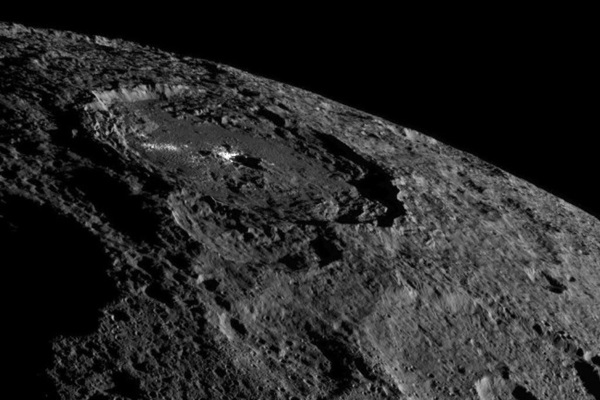 dawn_at_ceres_occator_crater