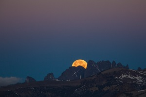 Moonset under the Belt of Venus