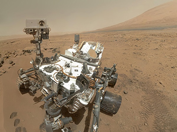 Curiosity's self-portrait