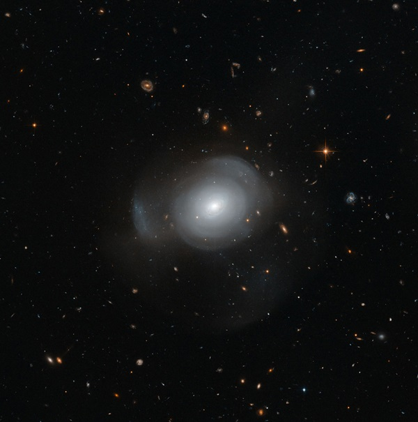 Hubble image of galaxy PGC 6240