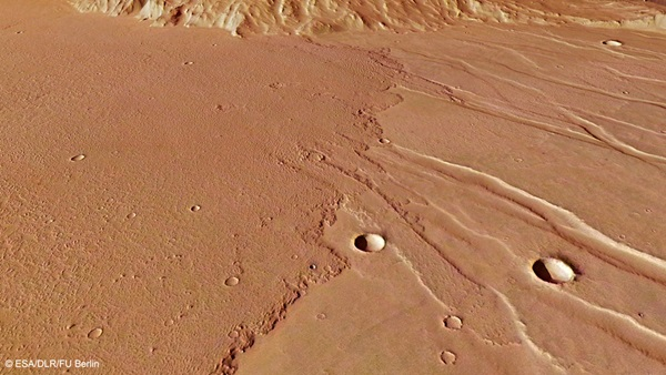 Daedalia Planum lava flows close up