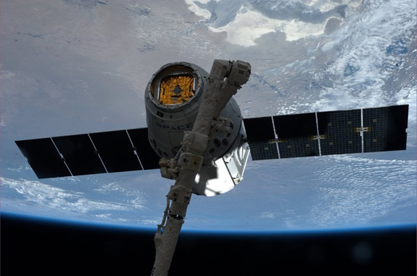 SpaceX Dragon spacecraft grappled