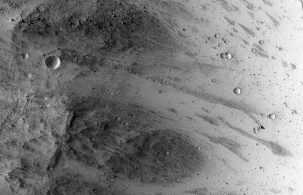 Boulder trail on Mars