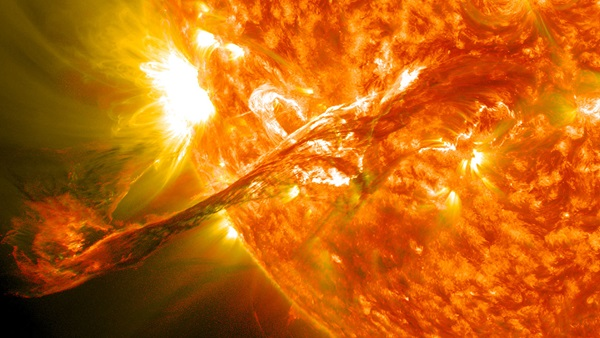 1280pxMagnificent_CME_Erupts_on_the_Sun__August_31