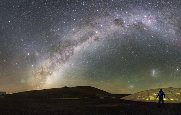 Paranal_sky_with_comet