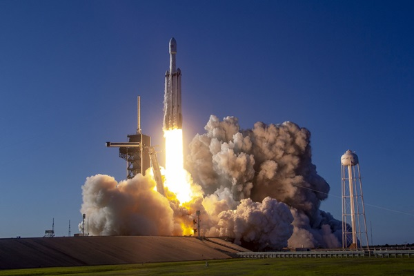 UPDATE: SpaceX's third Falcon Heavy launches tonight ...