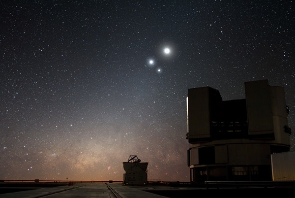Celestial_Conjunction_at_Paranal