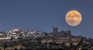 Astronomers call these perigee Moons, but the popular term is Super Moon.