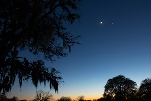 The Moon dances with Venus and Mars