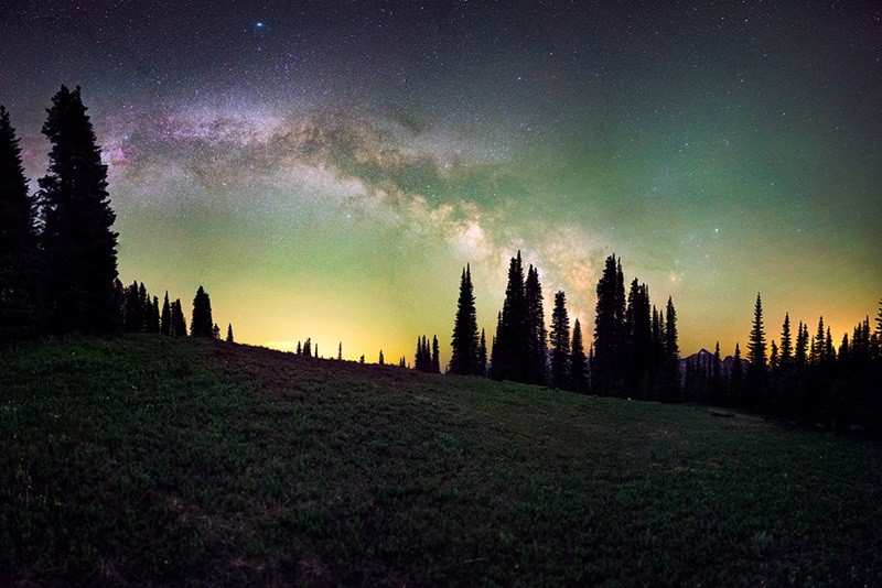 The Milky Way and airglow