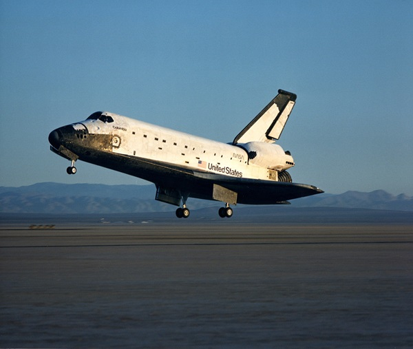 Space_Shuttle_Columbia_lands_following_STS28_in_1989