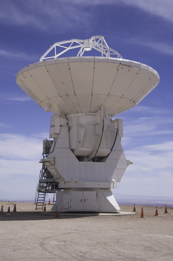 First ALMA antenna