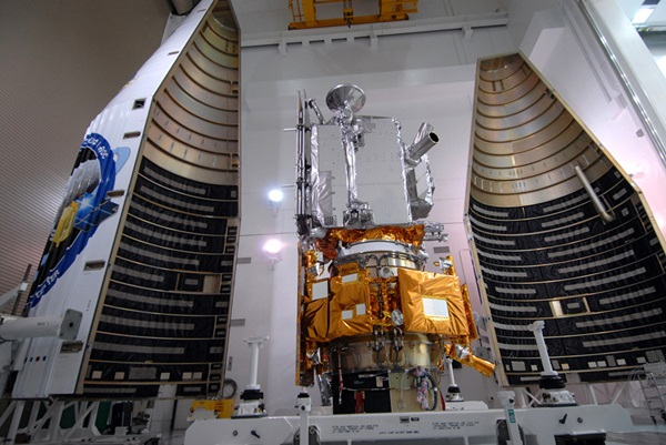 LRO/LCROSS stacked and ready for encapsulation