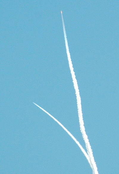 Contrails: White Knight and SpaceShipOne