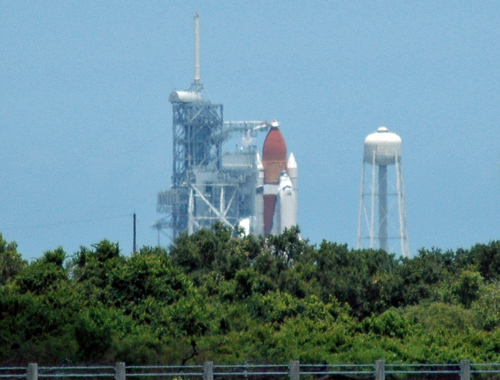 Discovery remains on the pad