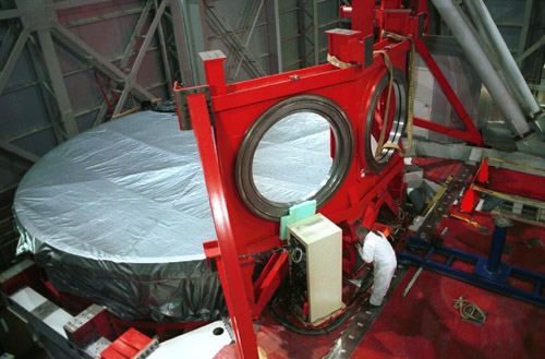 Mirror installed in Large Binocular Telescope