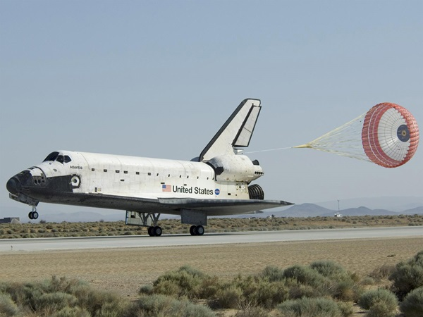 Space shuttle Atlantis lands after Hubble mission