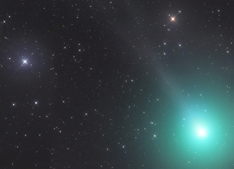 The year's brightest comet makes its closest pass by Earth